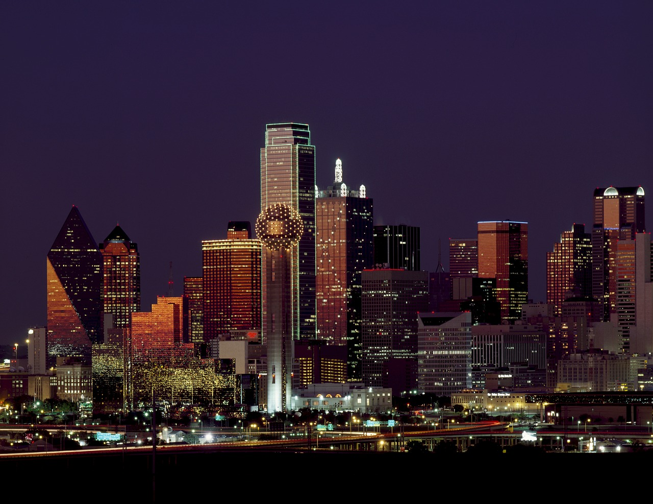 Dallas bu Night